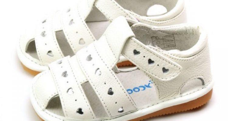 Cum poti alege cele mai frumoase sandale pentru fetita ta?